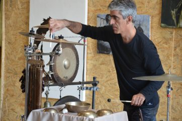 Performance Farb/Klang vom 24.09.2016, Pierre Corbi Improvisation Percussion, Création Picturale Stéphanie Bucher